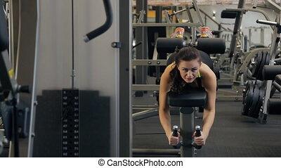 belle femme, jeune, club., tendons jarret, exercice forme physique