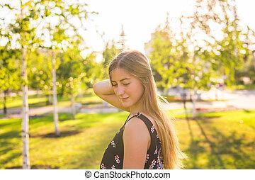 belle femme, jeune, extérieur, portrait, park.