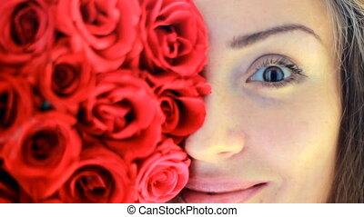 belle femme, jeune, figure, roses., closeup, rouges
