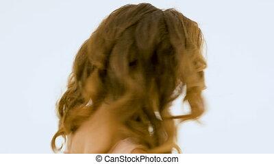 belle femme, jeune, longs cheveux, arrière-plan., studio, blanc, chant