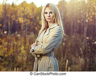 belle femme, jeune, manteau, automne, portrait
