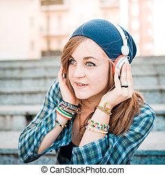 belle femme, jeune, musique écouter, hipster, blond