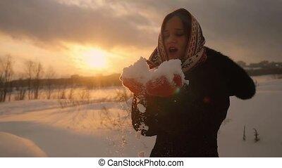 belle femme, magie, hiver, flocons neige, jeune, souffler, slowmotion, portrait, sourire, 1920x1080, sunset.
