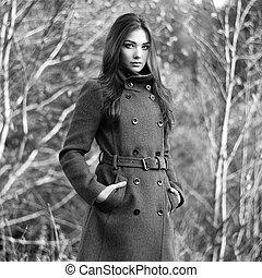 belle femme, manteau, jeune, automne, portrait