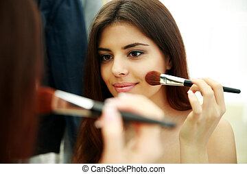 belle femme, maquillage, jeune regarder, quoique, miroir