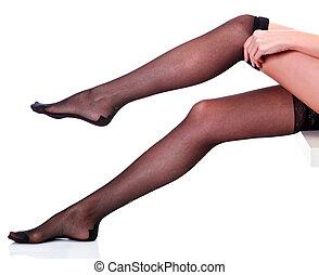 belle femme, met, elle, isolé, longues jambes, fond, bas, blanc