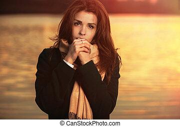 belle femme, mode, jeune, automne, extérieur, portrait