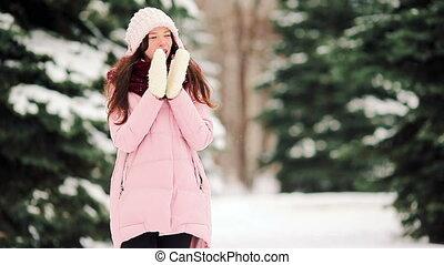 belle femme, neige, temps, dehors, froid, jour, heureux
