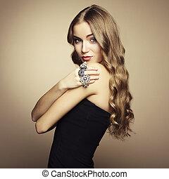 belle femme, noir, portrait, blond, robe