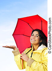 belle femme, parapluie, imperméable, vérification, jeune, pluie