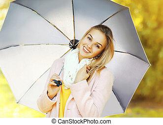 belle femme, parapluie, parc, automne, portrait, sourire