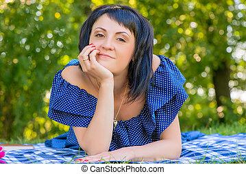 belle femme, parc, ensoleillé, jeune, portrait, jour
