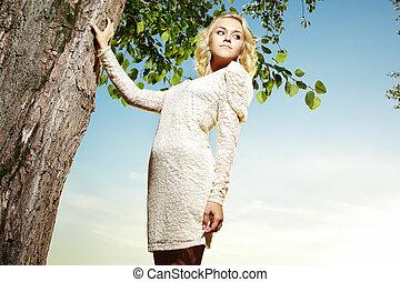 belle femme, parc, jeune, blonds, portrait