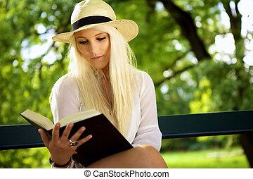 belle femme, parc, jeune, livre, lecture