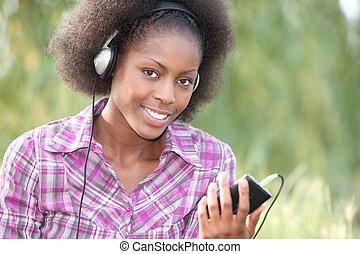 belle femme, parc, musique écouter, noir