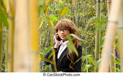 belle femme, parc, téléphone, asiatique, utilisation, intelligent