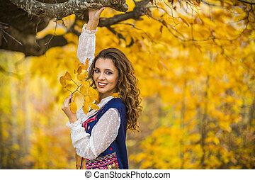 belle femme, paysage automne, portrait