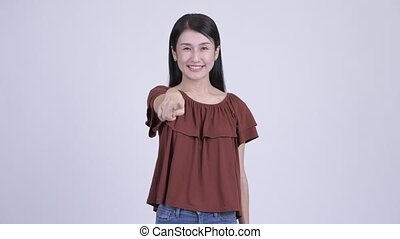 belle femme, pointage, appareil photo, asiatique, heureux