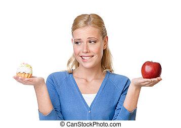 belle femme, pomme, choix, entre, gâteau, marques