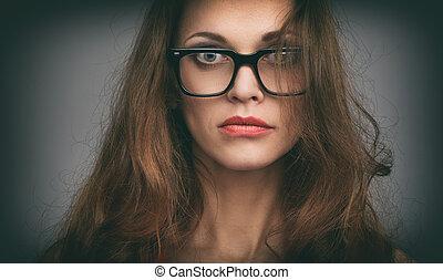 Beau, porter, femme, lunettes. Beau, porter, femme souriante, lunettes. 04a7e65c6cfa