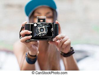 belle femme, prise vue., jeune, extérieur, hipster, retro, appareil-photo., style.
