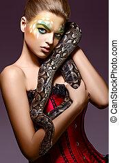 belle femme, python, -, serpent, tenant mains, performance