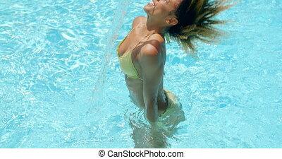 belle femme, rafraîchissant, jeune, piscine, natation