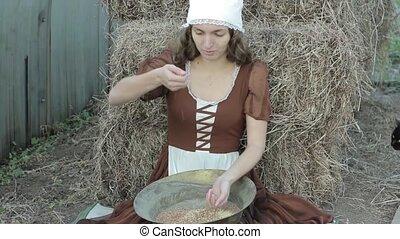 belle femme, rustique, foin, sifts, grain, assied, robe