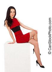 belle femme, séance, cube, brunette, mince, robe, rouges