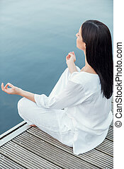 belle femme, séance, sommet, méditer, jeune, matin, quayside...