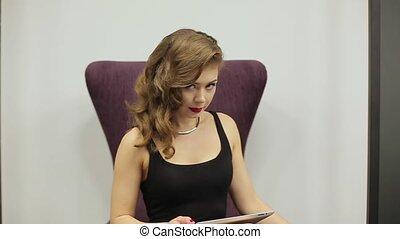 belle femme, tablette, business, séance, mains