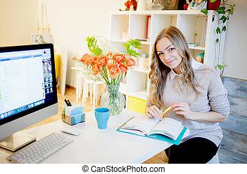belle femme, working., remplit, femme affaires, séance, jeune, planificateur, bureau