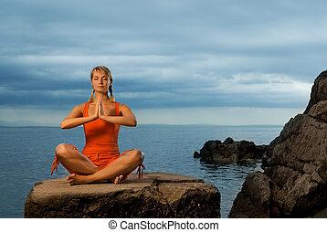belle femme, yoga, jeune, dehors, exercice