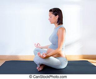 belle femme, yoga, pregnant, gymnase, fitness
