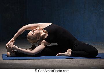 belle femme, yoga, séance, janu, sirsasana, parivrrta