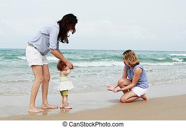 belle ragazze, spiaggia, due, bambino