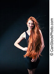 belleza, jengibre, niña, portrait., sano, largo, rojo, hair., hermoso, mujer joven, en, negro