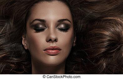 belleza, morena, con, pelo largo