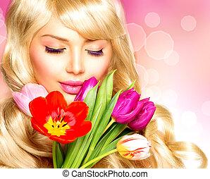 belleza, mujer, con, flor de primavera, ramo