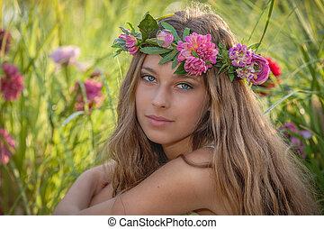 belleza natural, y, salud, mujer, con, flores, en, hair.