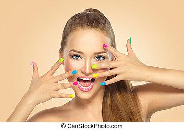 belleza, niña, con, colorido, clavo, polish., manicura, y, maquillaje