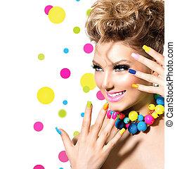 belleza, niña, con, colorido, maquillaje, esmalte uñas, y, accesorios