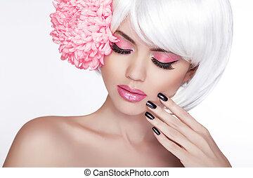 belleza, rubio, hembra, retrato, con, lila, flower., hermoso, balneario, mujer, conmovedor, ella, face., maquillaje, y, manicured, nails., perfecto, fresco, skin., aislado, blanco, plano de fondo