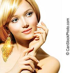 belleza, rubio, modelo, niña, con, dorado, pendientes