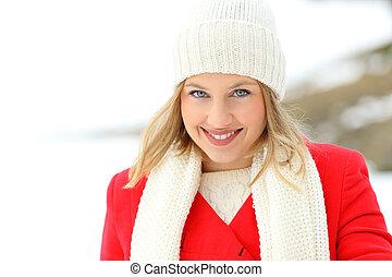 bellezza, donna guardando, a, lei, in, uno, nevoso, inverno
