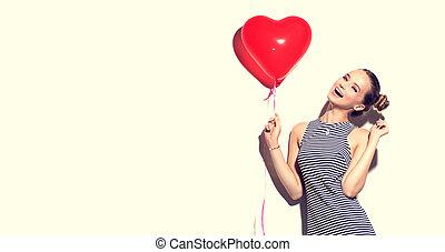 bellezza, gioioso, ragazza adolescente, con, cuore rosso, modellato, aria, balloon