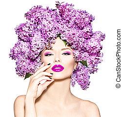 bellezza, modella, ragazza, con, lilla, fiori, acconciatura