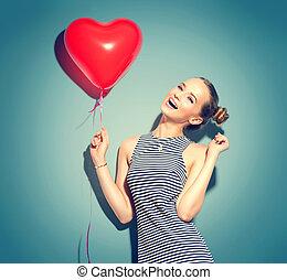 bellezza, ragazza, con, cuore rosso, modellato, aria, balloon, sopra, sfondo verde