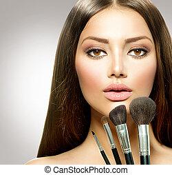 bellezza, ragazza, con, trucco, brushes., trucco, per,...