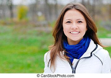 bello, adolescente, brunetta, giovane, mani attraversate, ritratto, ragazza sorridente, felice